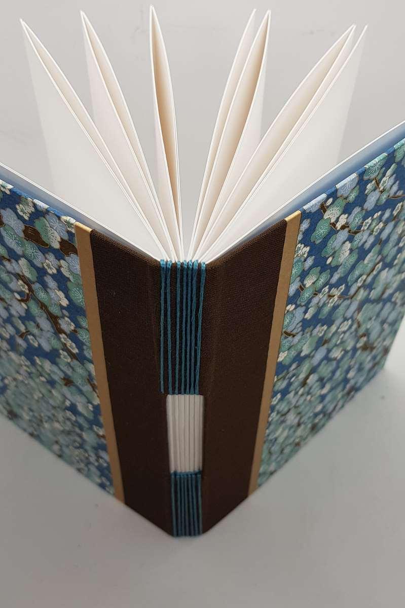 carnet aquarelle fleurs bleues