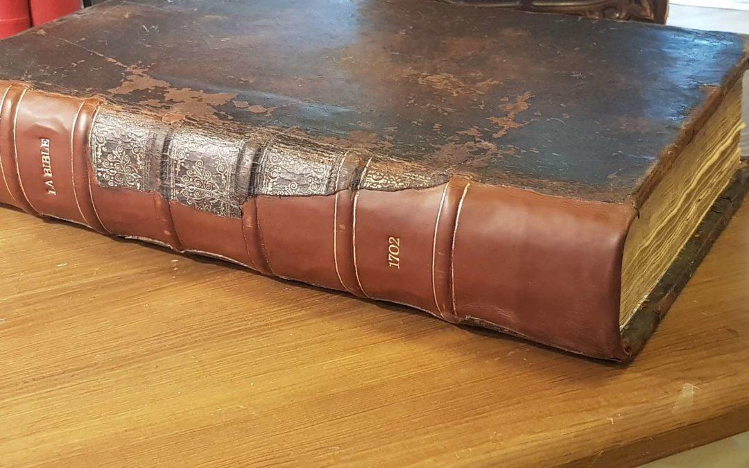 Restauration d'une Bible de 1702